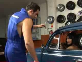 Porno Video of Brazilian Babe Gets An Oil Change