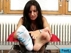Petite babe Sharon licks her bare feet