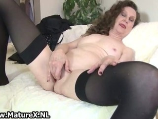 Porno Video of Experienced Mom Spreads Her Wet Pussy