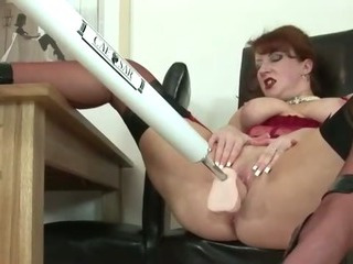 Sex Movie of Mature Stocking Brit Uses A Fuck Machine Orgasm