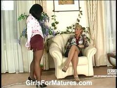 Bridget&Sheila pussylicking mom on video