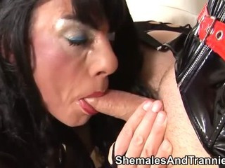 Porno Video of Three Pretty Shemales Have Group Sex