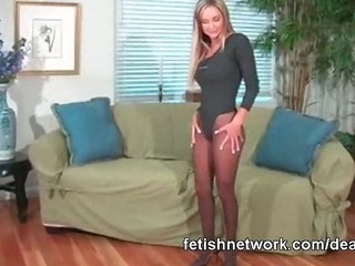 Porno Video of Pantyhose Feet Tease