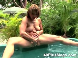 Porno Video of Mature Slut Ann Taking A Bath