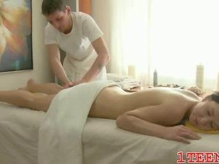 Porno Video of Amazing Pretty Teenie