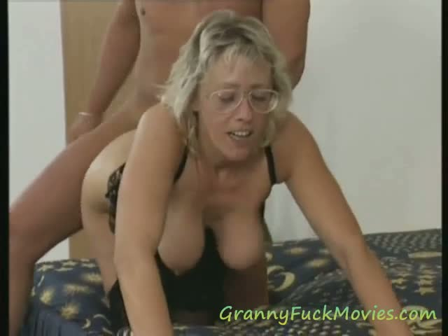 Big Tit Small Tit Threesome