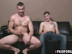 Straight hunk giving a muscular guy head for cash