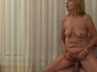 Porno Video of Chubby Mom Hooks Up With A Stud
