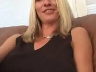 Porno Video of This Mom Is Made For Nailing