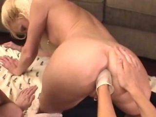 Porno Video of Mature Glamours Exploring Deep Fisting