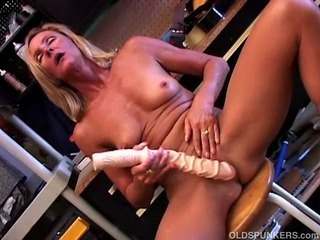 Porn Tube of Sexy Mature Blonde In A Tool Belt