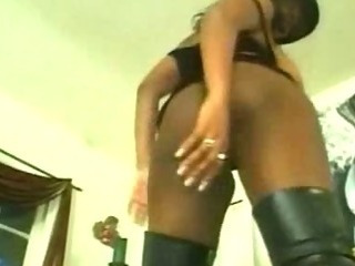 Porno Video of Black Chick Pussy Shaving And Fingered