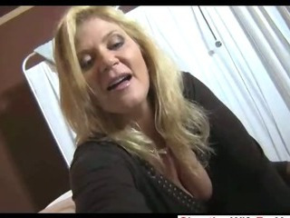Sex Movie of Hot Milf Gives Great Handjob