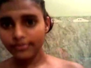 Sex Movie of Hot Young Indian Babe In The Saopy Bath
