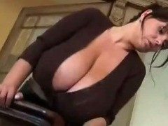 Huge Bra Busters Melons http://windyvideo.ioffer.com