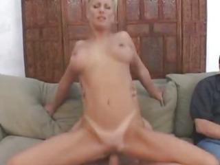 Porno Video of Mature Couple Recruits Bull To Fuck Wife