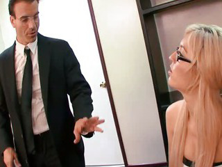 Porn Tube of Victoria Is Not So Innocent After She Suck Cock