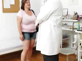 Porno Video of Curvy Mamma Brunette Gets A Gyno