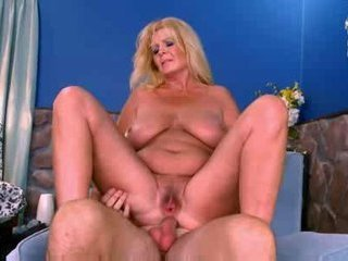 Porno Video of Hot Mature Busty Curvy Blonde Arowyn White
