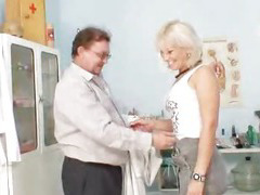 Foxy czech milf Samatha Chalky cunny checkup