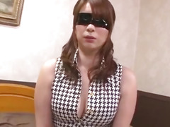 Araki Hitomi craves for cock in her fatty pussy