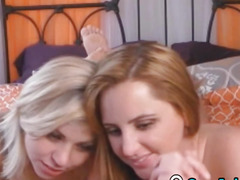 2 Beautiful lesbo Show On Cams