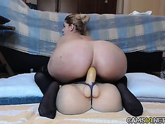 Hawt Chick Fucking Sex-Toy On Cam