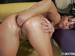Alysa fisting her holes