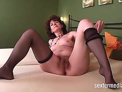 Acquire close with her bushy mommy snatch