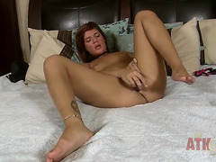 Brunette Hair Rissa takes sex toy in her vagina pie