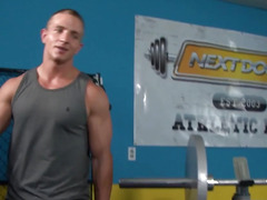 Facefucked str8 10-Pounder buttfucked in gym
