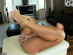 Breasty vixen Christina allows u to marvel at her tempting feet