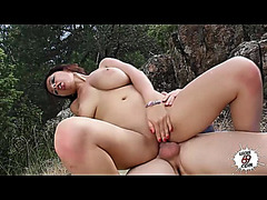 A Susana le encanta hacerlo fuera fearsome-menacing Susana Alcala outdoor sex
