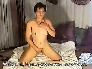 Porno Video of Brunette Milf Amateur At Home