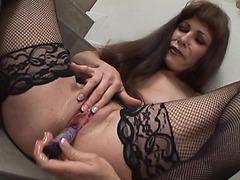 Older nympho makes herself cum