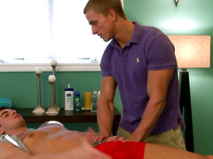 Str8 therapist fucked right into an asshole by built hunk