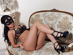 Masked honey shows off her hot large mangos
