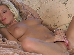 Pretty blond Niki Youthful pleases herself