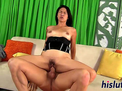 Oriental floozy has her hirsute pussy gangbanged HD Porn Vids