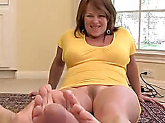 Hotty gives head and receives cum on feet
