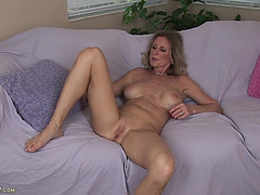 Golden-Haired bitch receives exposed and fingers herslef