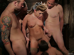 Damn wench Carter Cruise gives oral pleasure in sexy blowbang movie