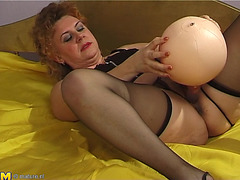 Fine Butt Matured Damsel Masturbating Using Biggest Toy