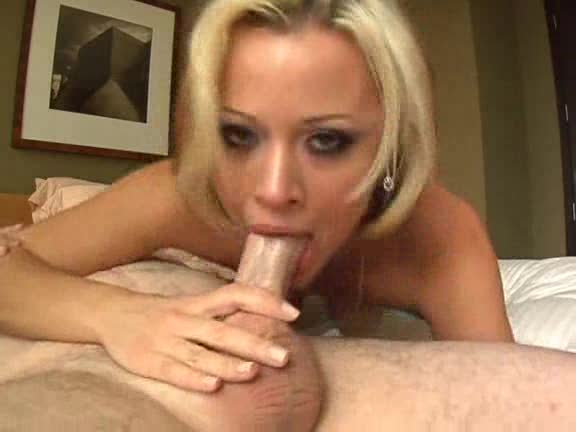 Hot blonde deepthroat clip