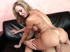 Constricted-bodied mother I'd like to fuck Brandi Love sits on his weenie and rides