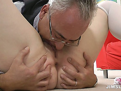 Slutty gaffer drills the juicy vagina of dark brown beauty Leone Queen on the floor