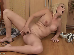 Fake mother i'd like to fuck milk shakes look sexy on the solo fingering sweetheart