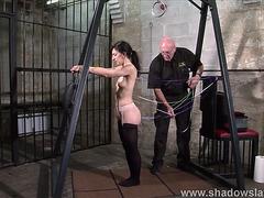 Shadow Slaves menacing-fearsome une scène sadomaso hardcore avec un esclave qui prend cher fearsome-menacing PornDoe