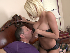 A lascivious mother I'd like to fuck gives a titjob and receives nailed by a muscled man