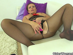 British mother i'd like to fuck Samantha can't stop toying her aged fur pie